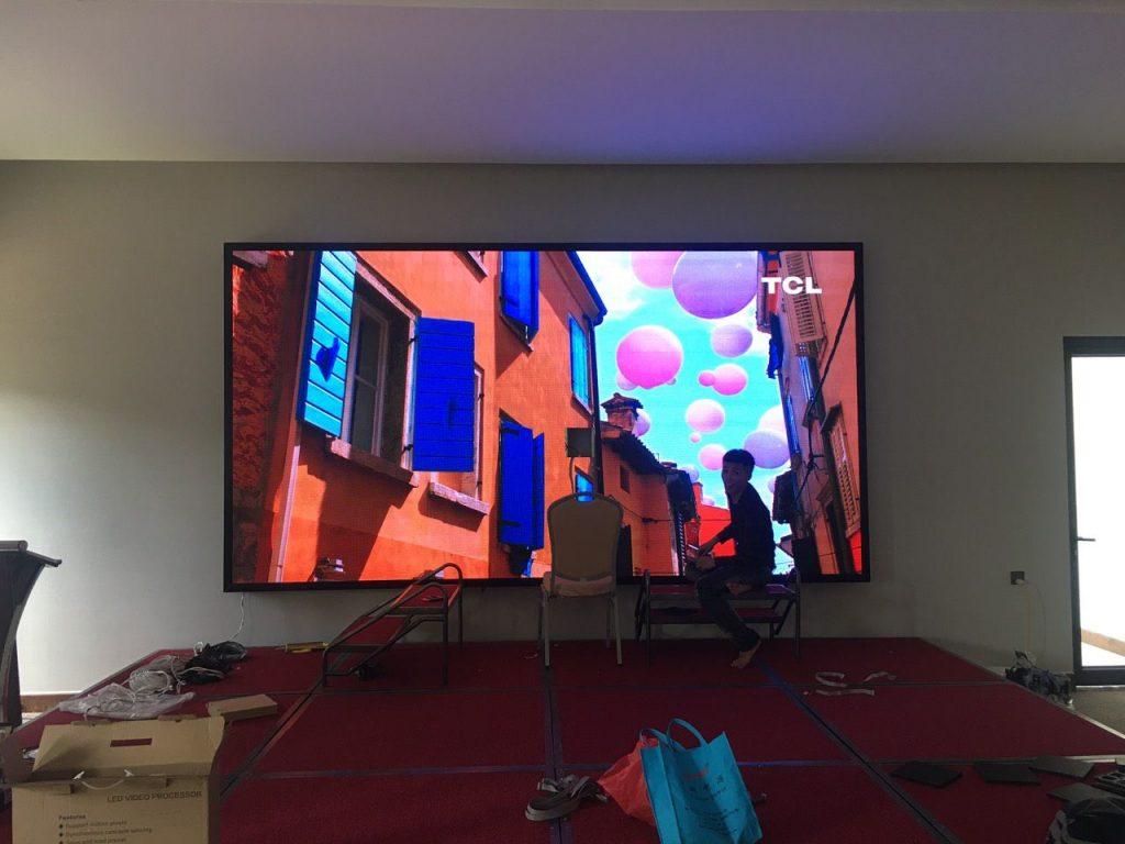 Hình ảnh thi công lắp đặt màn hình LED sân khấu tiệc cưới của Haco