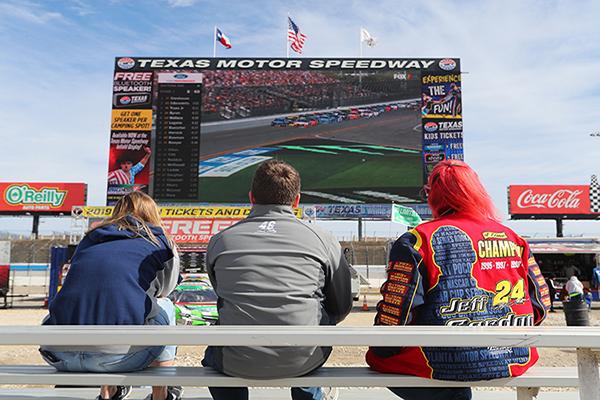 man hinh ghep lon nhat the gioi o Texas Motor Speedway